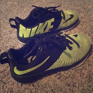 Boys Nike shoes in good condition